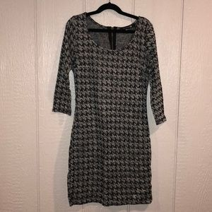 Gray black and sliver dog tooth 3/4 sleeve dress